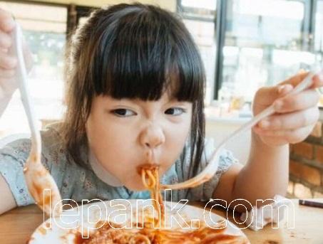 Anak Lagi Makan
