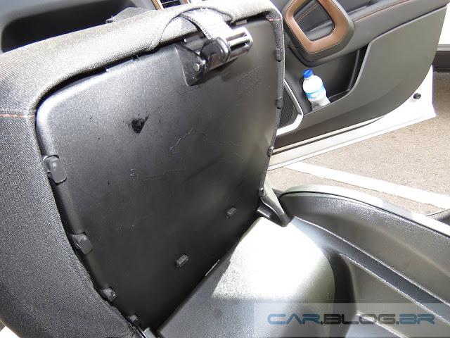 Fiat Toro - porta objetos de 3 litros abaixo do banco do passageiro