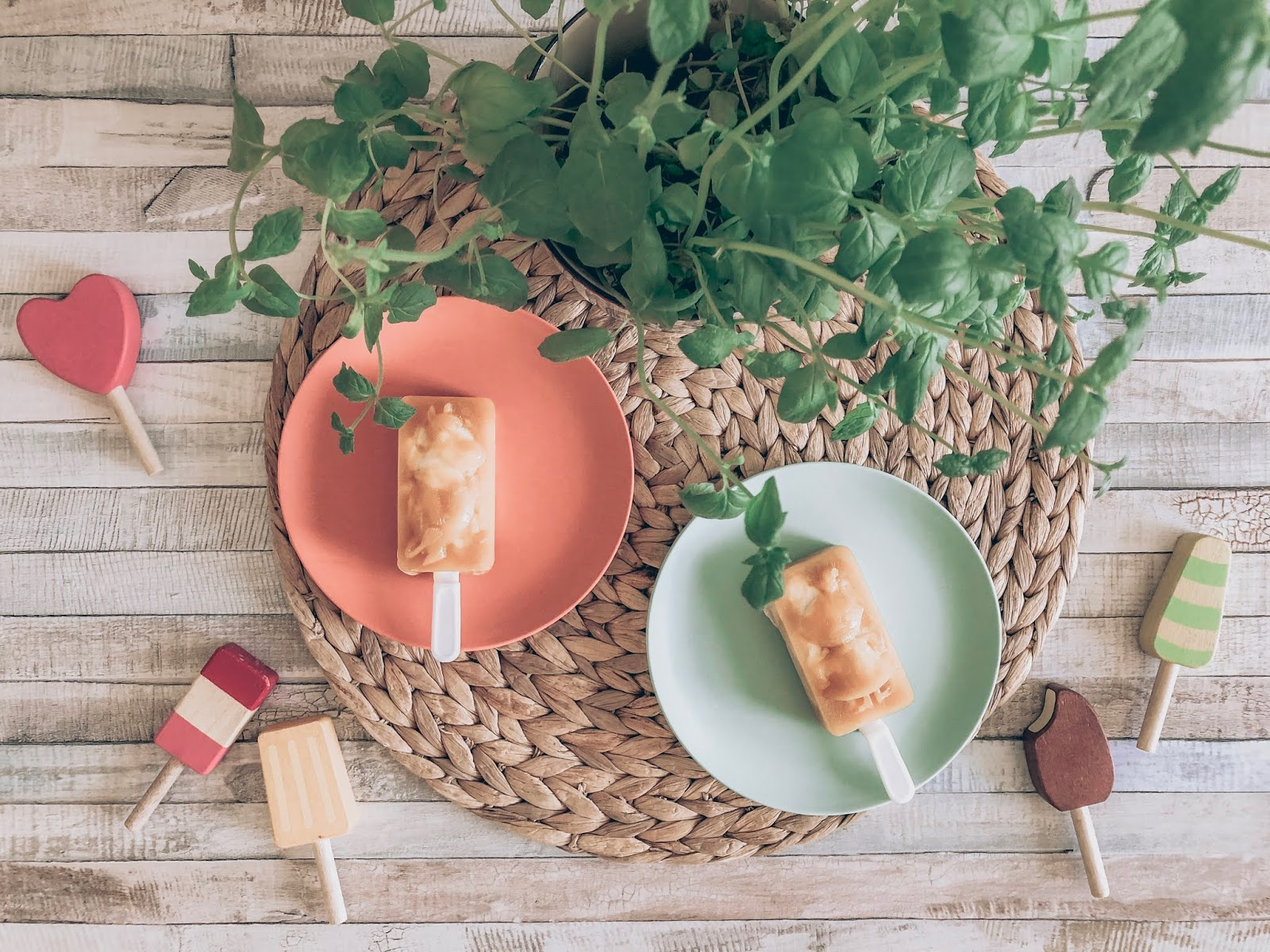 Kotitekoiset mangokookos-mehujäät (sokeriton)