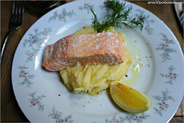 Poached Salmon del Restaurante Ruso Mari Vanna en Nueva York