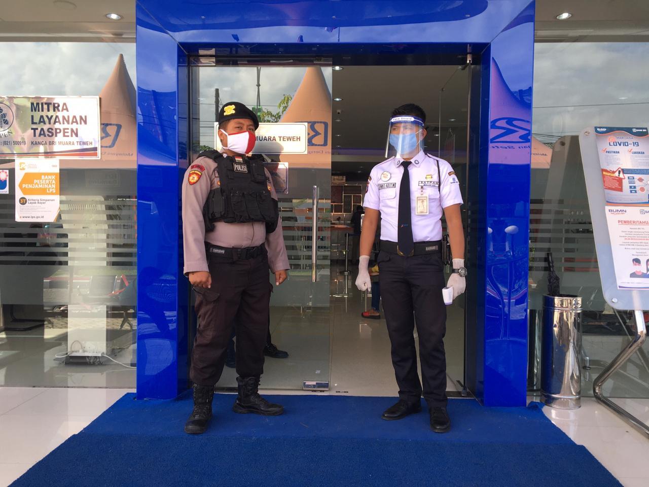 Tingkatkan Keamanan, Patroli Sabhara Sambangi Satpam Bank