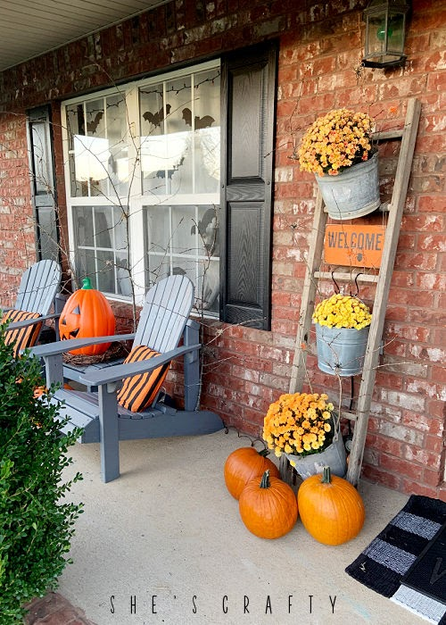 How to decorate your porch for Halloween