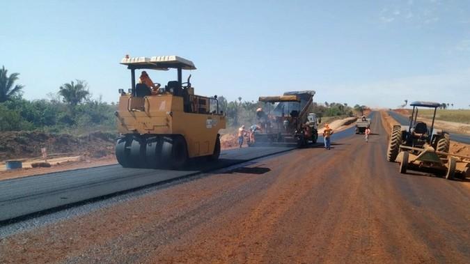 DNIT realiza serviços de pavimentação na BR-163/MT