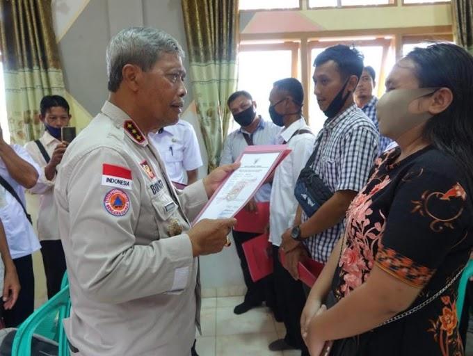 Bupati Lampung Tengh Bagikan SIUP Gratis Untuk Pelaku Usaha di Kalirejo