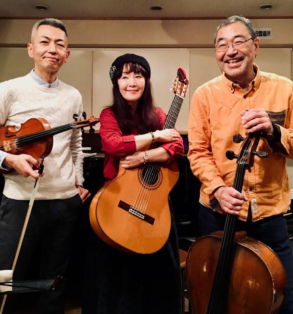 2018年11月23日@大泉学園inF ファドも計画:左から喜多直毅(ヴァイオリン)さがゆき(歌&ギター)翠川敬基(チェロ)