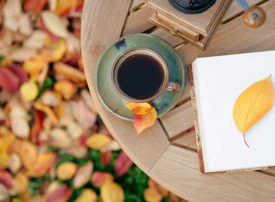 lire-et-boire-des-litres-de-thé-chaud