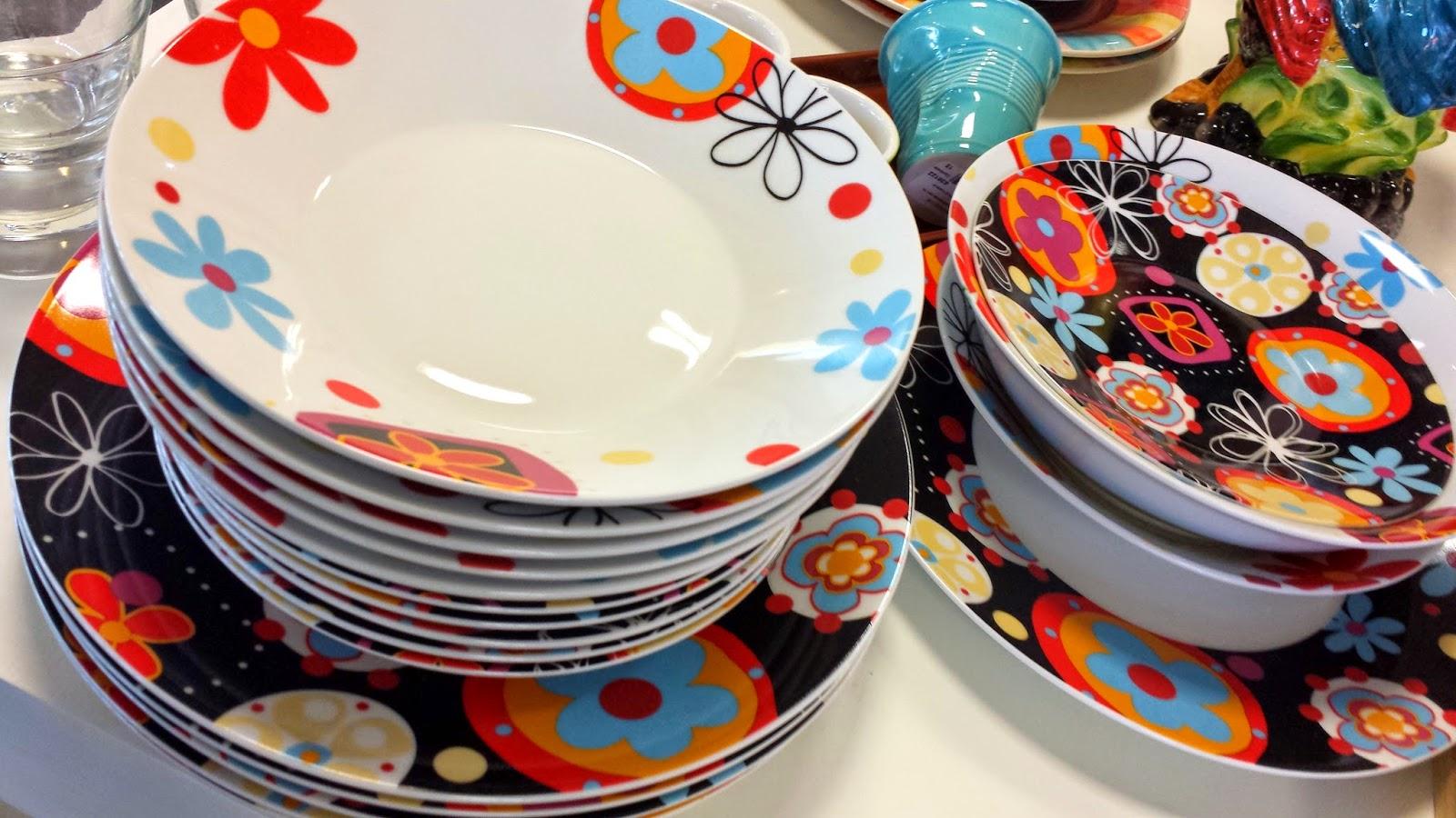Servizio di piatti colorati for Piatti kasanova
