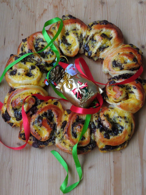 Brioche Wreath, Custard Chocolate Brioche Wreath