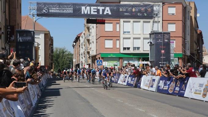 Markel Galpasoro se impuso al sprint en San Esteban de Gormaz en la 3ª etapa de la Vuelta Junior a la Ribera del Duero