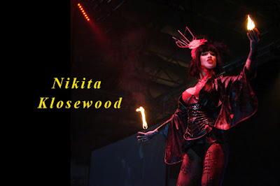 Nikita Klosewood show girl modele alternative rock fetish performeuse lola plumeti pole dance journalpolegirl