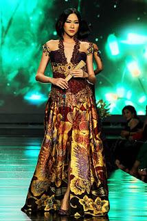 Gaun Batik Anne Avantie