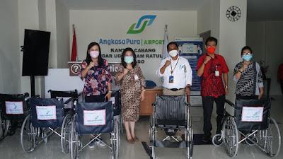 Memperingati Hari Lanjut Usia Nasional, Bandara Sam Ratulangi Manado Berikan Kursi Roda Bagi Lansia