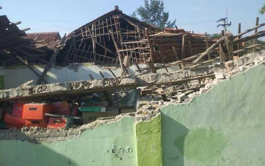 disdik kabupaten cirebon segera renovasi sekolah ambruk