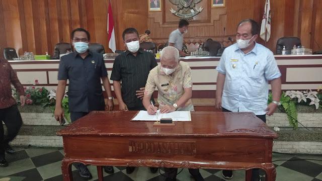 Bupati dan Ketua DPRD Kabupaten Asahan Menandatangani Persetujuan Ranperda RPJMD Kabupaten Asahan Tahun 2021 – 2026  Menjadi Perda