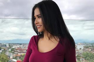 Biografi Maria Vania dan foto hot nya