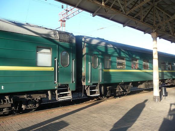 Конотоп. Залізнична станція. Поїзд № 005 Москва - Чернігів