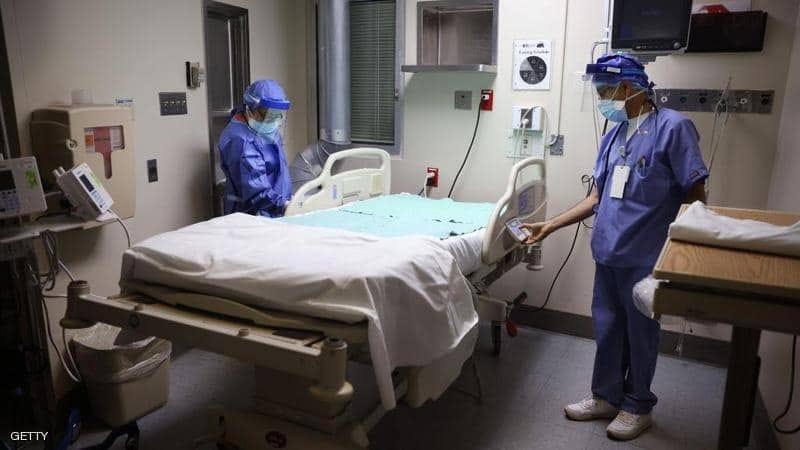 إحدى مستشفيات شيكاغو حالات مقلقة  أميركي يوقف تطعيم كورونا
