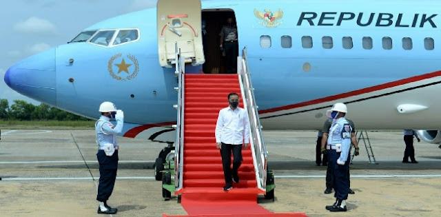 Istana Digeruduk Mahasiswa, Jokowi Terbang Ke Kalteng