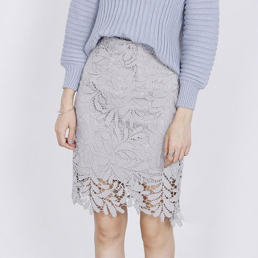 #6355: Crochet lace skirt — $30.00