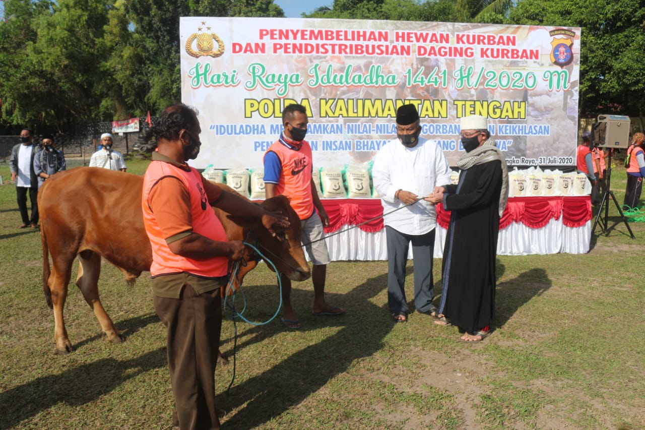 Sambut Hari Raya Idul Adha, Polda Kalteng Berikan 140 bungkus Daging Kurban dan 35 sak Beras serta 21 dus Minyak Goreng Kepada Panti Asuhan