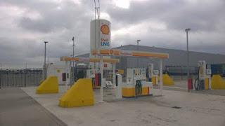 केंद्र सरकार देशात सुरु करतेय 1000 LNG पंप पेट्रोलियम मंत्री धर्मेंद्र प्रधान यांनी ही माहिती दिली आहे