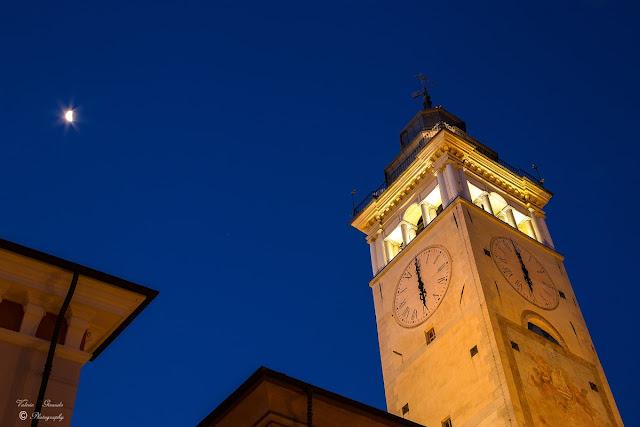 La Torre Civica di Via Roma svetta sui tetti della città