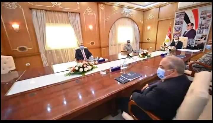 رجل من بلادى : احمد الصباحى مع الرئيس السيسى خلال تفقده مشروع مستقبل مصر الزراعى