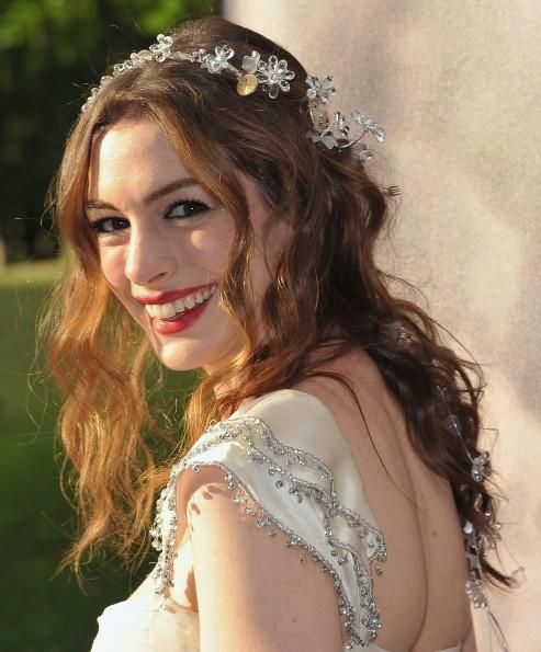 Penteados festa Anne Hathaway