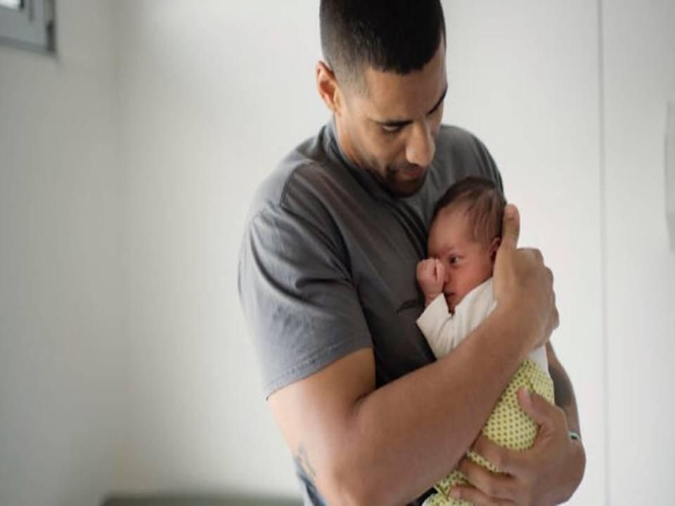 الحكومة المغربية تمنح الآباء الجدد شهراً كاملاً من العطلة.