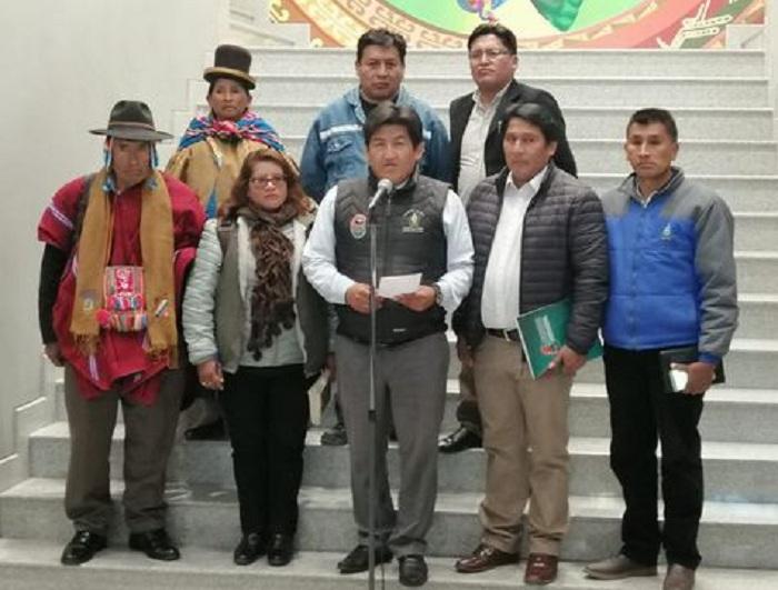 Vera y dirigentes aliados al MAS en la Casa Grande del Pueblo / RKM
