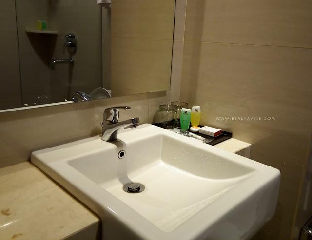 Kamar mandi KYTOS Hotel