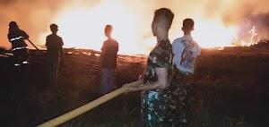 Yonif Raider 509 Divif 2 Kostrad Ikut Padamkan Kobaran Api di Jember