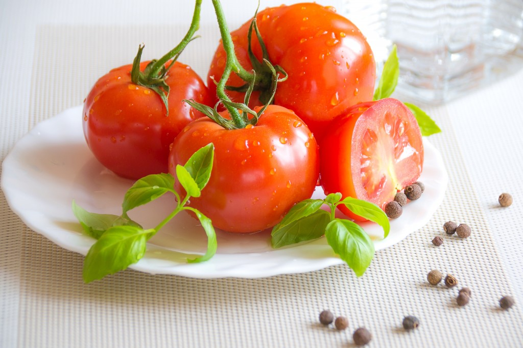 Benefits of Tomato fruit for health and beauty