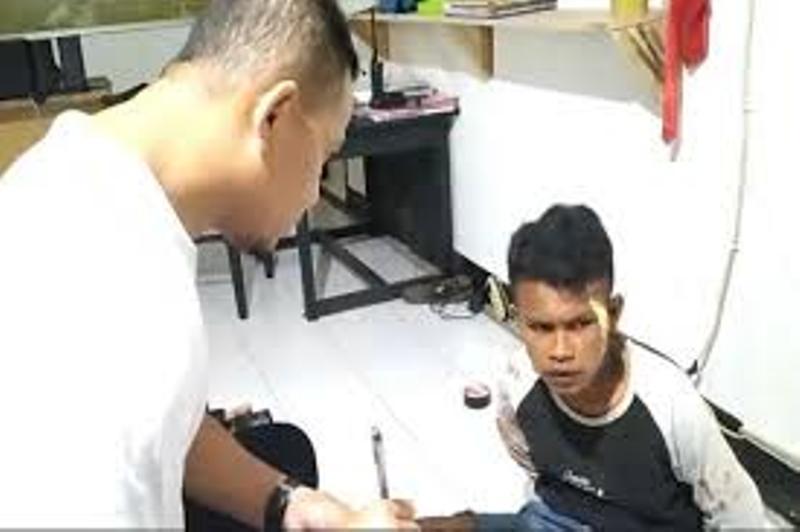Kaget Rumah yang Dimasukinya Punya Polisi, Pemuda Ini Babak Belur Dihajar Warga