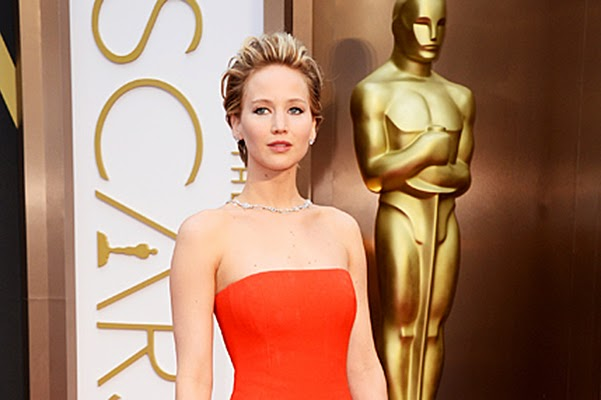 Jennifer Lawrence fell on the track 'Oscar'