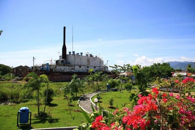 kapal apung bekas tsunami di aceh