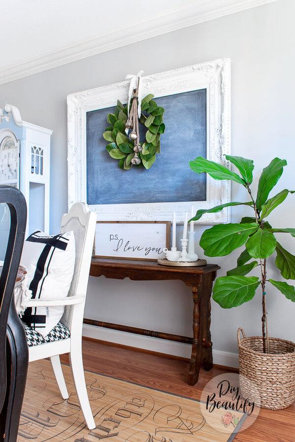 farmhouse decor with fiddle leaf fig