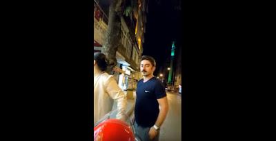 Joven brutalmente atropellado mientras transmite video directo en Facebook