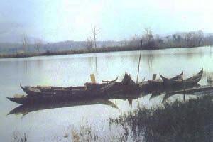 Hồ Ajun hạ hoàng hôn