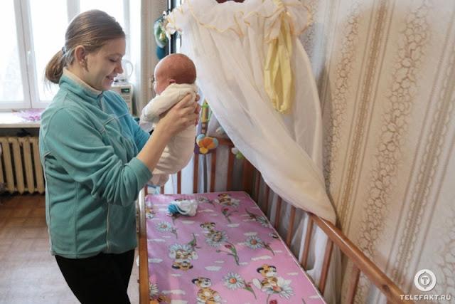 В Челябинске 13-летняя шестиклассница родила сына: девочка хотела отдать ребенка, но передумала, как только взяла малыша на руки