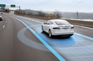 Los coches autónomos no hacen milagros y otro espectacular accidente de un Tesla lo demuesta