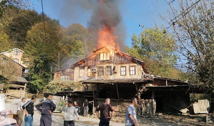 Taşkesti Karacasumandıra'da Yangın