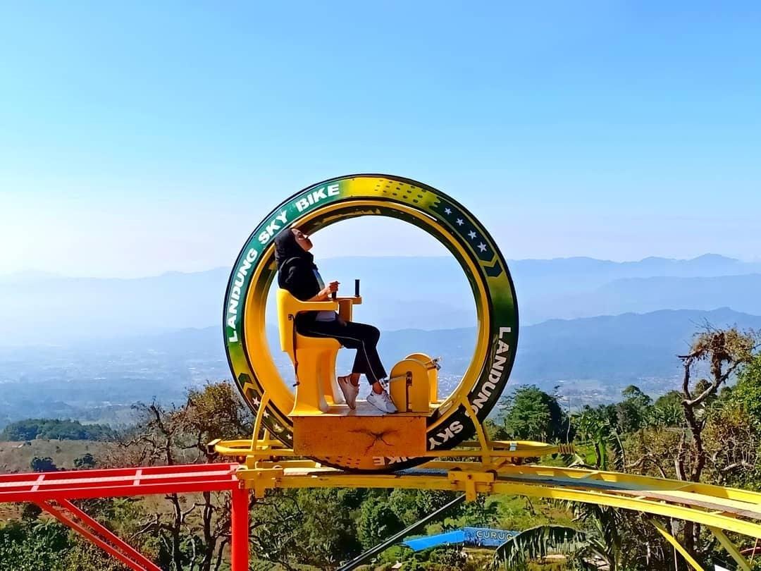 Wahana Baru Landung Sky Bike Paluntungan Kuningan Jawa Barat ...