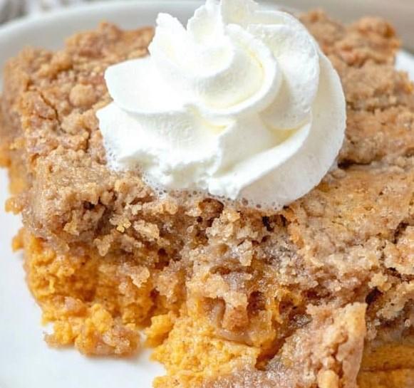 PUMPKIN PIE DUMP CAKE #desserts #vegetarian
