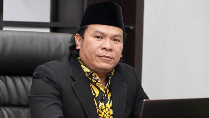 Kerap Gunakan Pakaian Banser Namun Berkelakuan Negatif, Abu Janda Kena Semprot Petinggi GP Ansor