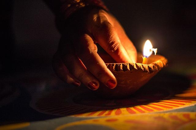 Happy Diwali wishes in hindi shayari