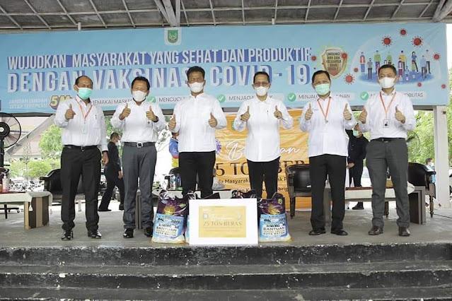 BI, BMPD dan Bright PLN Batam Berikan Bantuan Beras Untuk Masyarakat Yang Terdampak Covid-19
