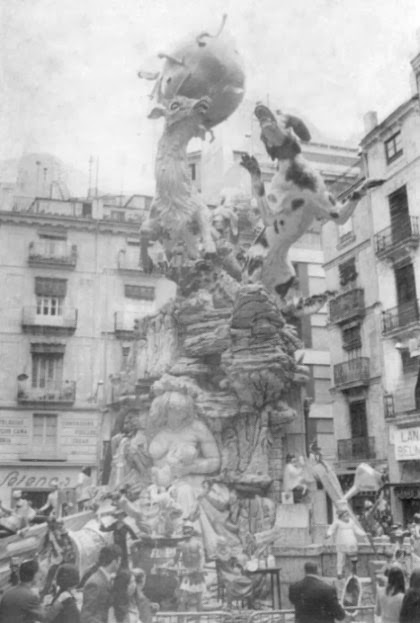 http://www.4shared.com/download/V3SF8seSba/Fallas-1969-La_Merced.jpg