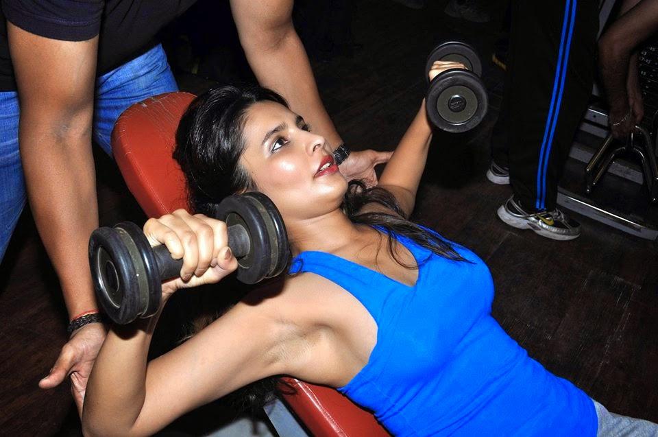 Free Movie Wallpapers: Telugu Actress Hot Armpit & Novel Show