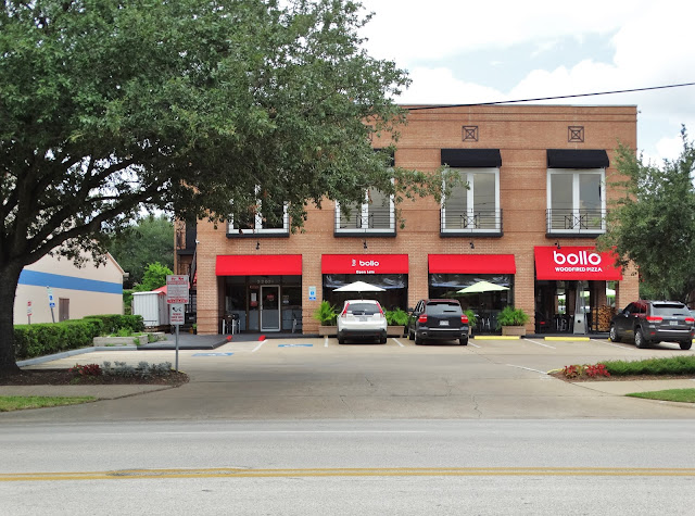 bollo pizza and bar on West Alabama Street at Greenbriar